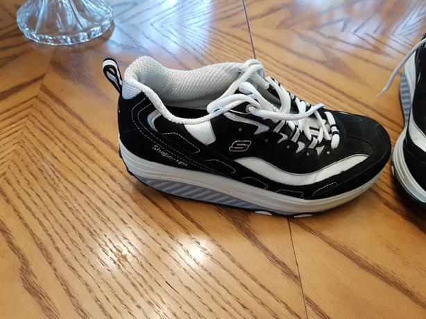 Sketchers Shape Ups (size 10 womans)