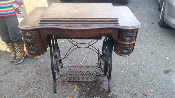Wondrous Antique Zenith Sewing Table Esquimalt View Royal Victoria Home Interior And Landscaping Spoatsignezvosmurscom