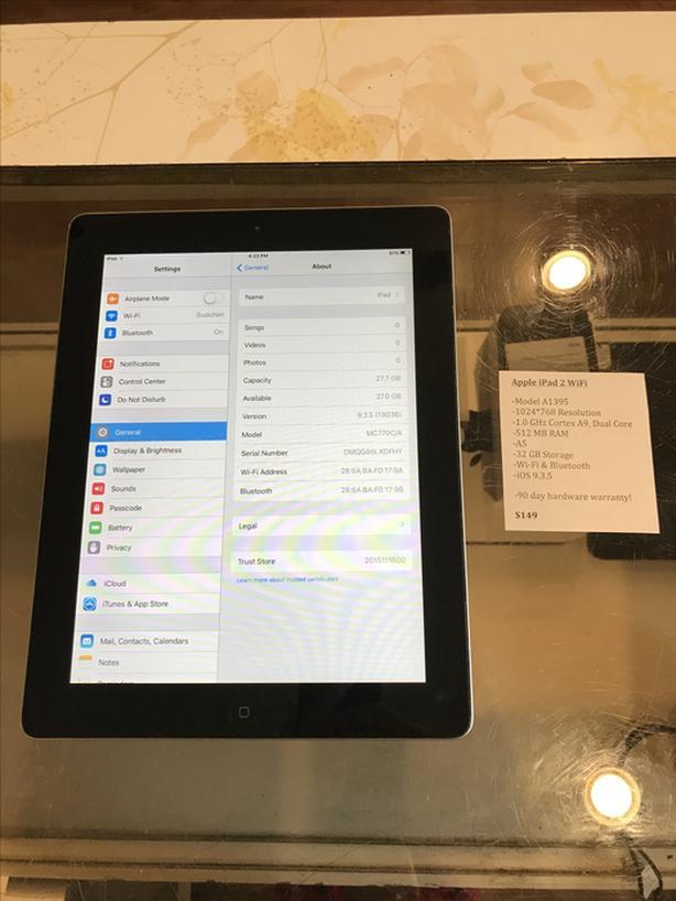 Apple iPad 2 w/ WiFi 32 GB Tablet w/ Warranty!