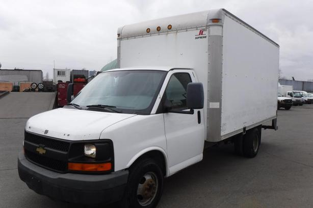 2009 Chevrolet Express 3500 Dually 14 Foot Cube Van with Ramp