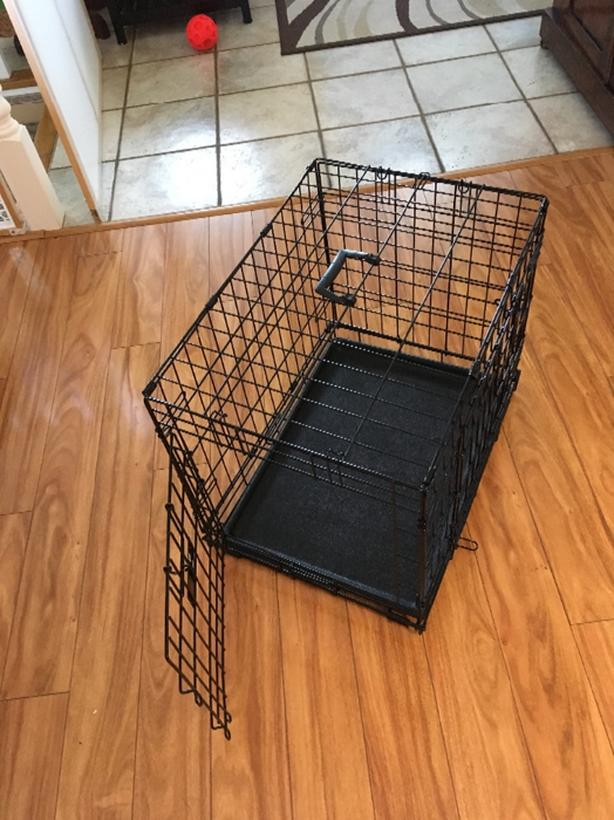 "24"" wire crate and pad"