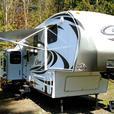 2013 Keystone Cougar 5th wheel ,w/3 slides