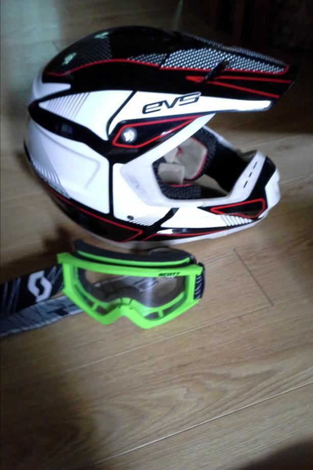 Off Road : Helmet / Goggles