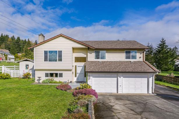 Gorgeous Home on ½ Acre in Cinnabar Valley