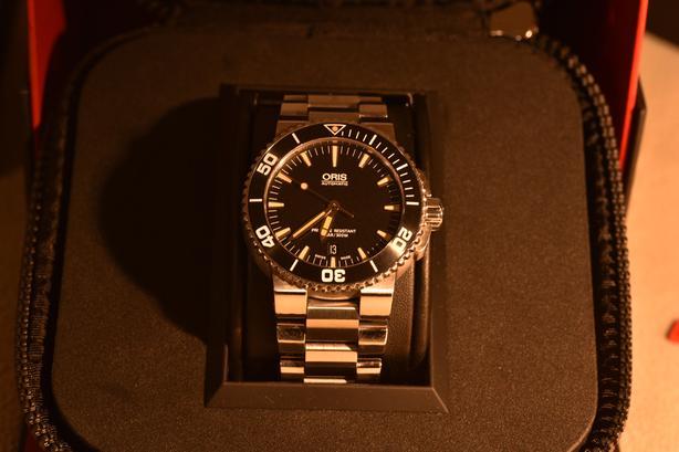 Oris Aquis Date Mens Swiss Dive Watch