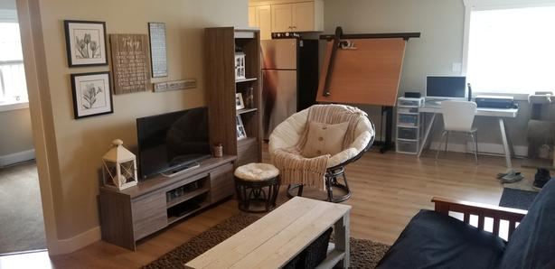 2 Bdrm Legal Suite, $1250 Inc Utilities