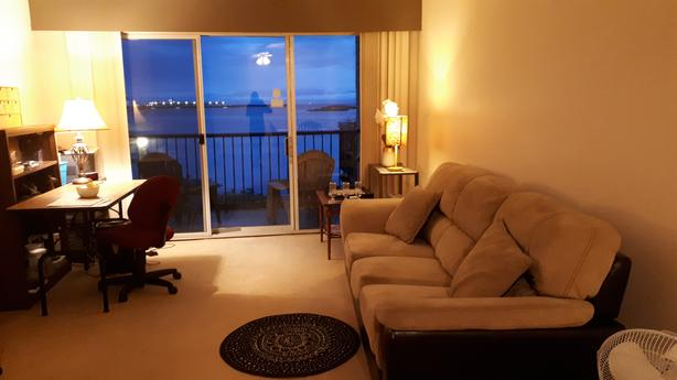 Beautiful oceanfront view room-Central location, Songhees walk, April 22/May 1