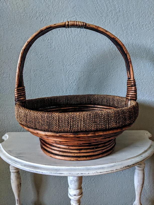 Beautiful Large Wicker / Cane Basket with Handle in EXCELLENT CONDITION!