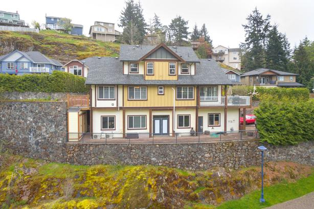 Beautiful West Coast Custom Built Home - with Second accommodation