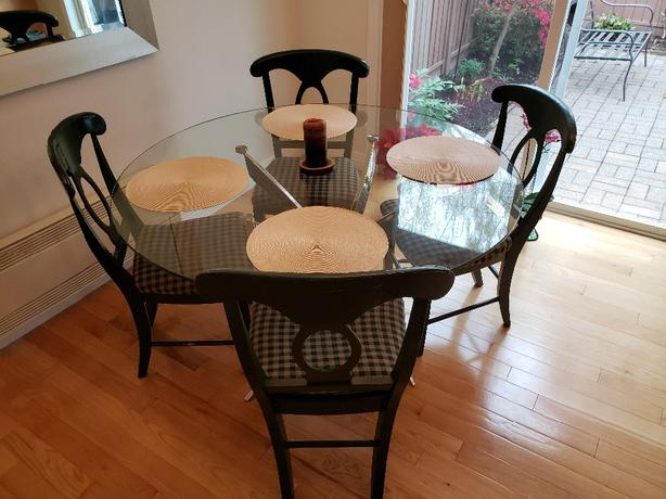 Dining room chairs (4)