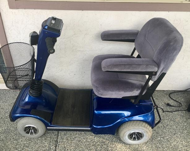 Mobility Scooter - new battery, excellent condition