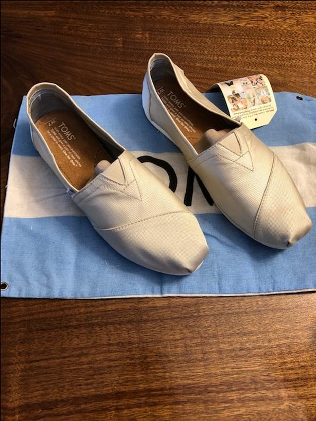 Toms Classic shoe - Size 7, Ivory colour - Grosgrain Material - Never worn