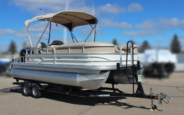 2016 Suntracker Party Barge 22 DLX w/Mercury 115Hp Four Stroke EFI