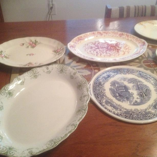 Hanging plates and platters