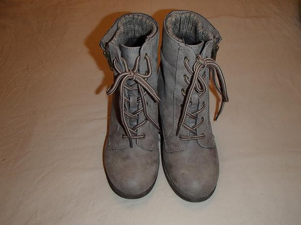 Women's ankle boots - Size 8.5
