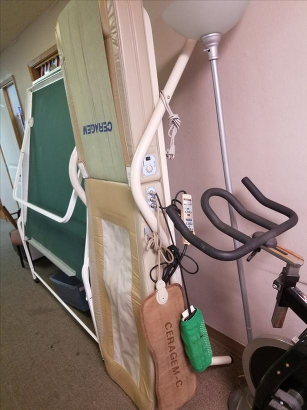 FREE: CERAGEM Thermal Massage Bed (Stained) Saanich, Victoria