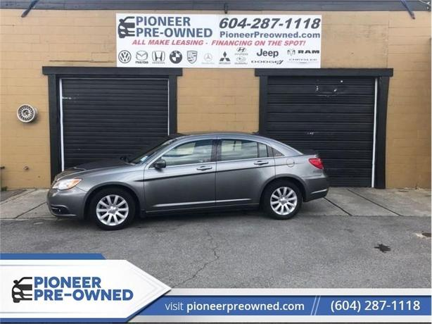 2012 Chrysler 200 TOURING   - Heated Seats -  Remote Start - Low KMS
