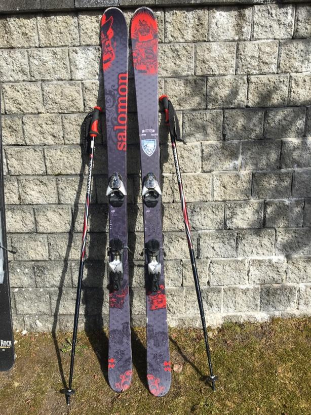 Mens ski set with skis, poles, boots and goggles