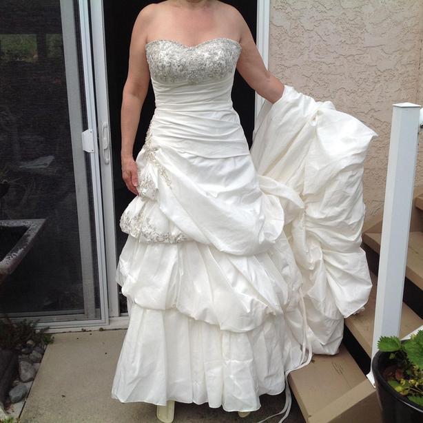 BRAND NEW ELLA ROSE WEDDING DRESS - SZ 10