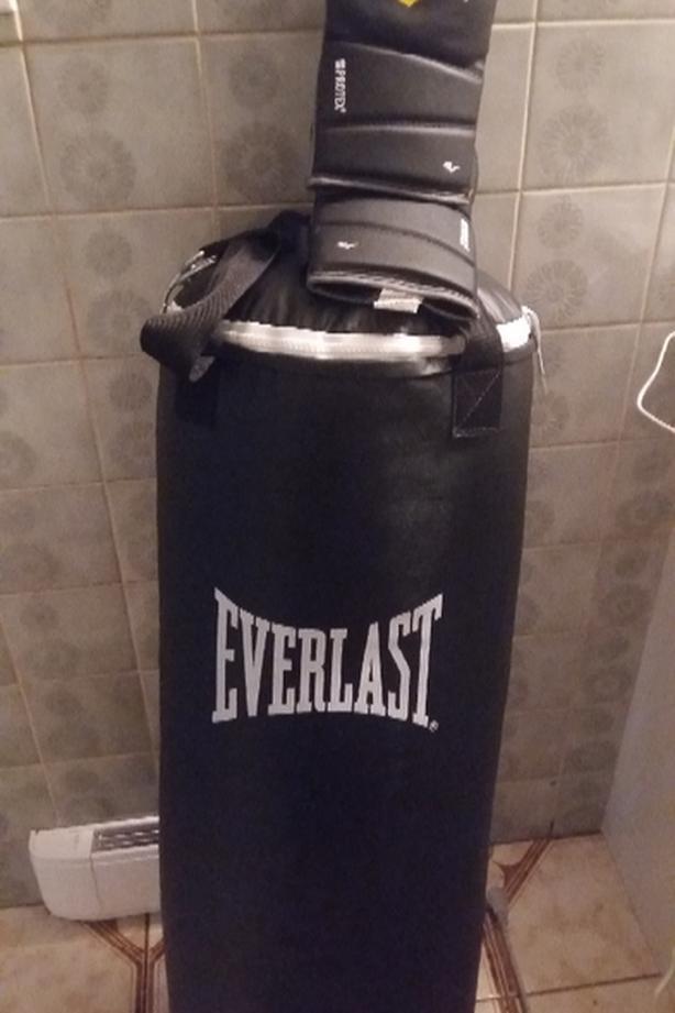 Boxing bag + gloves