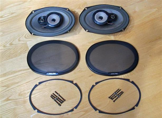 Alpine 3-way 6x9 Speakers