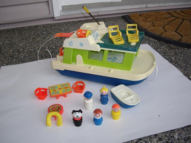 FISHER PRICE VINTAGE HOUSEBOAT + ACCES