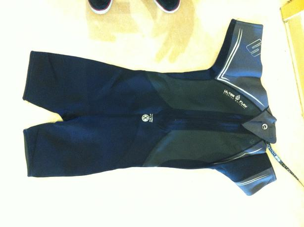 MEN's size medium wet suit