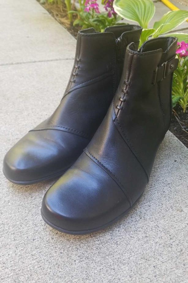 """""""Earth"""" leather boot, SZ 10B, as new"""