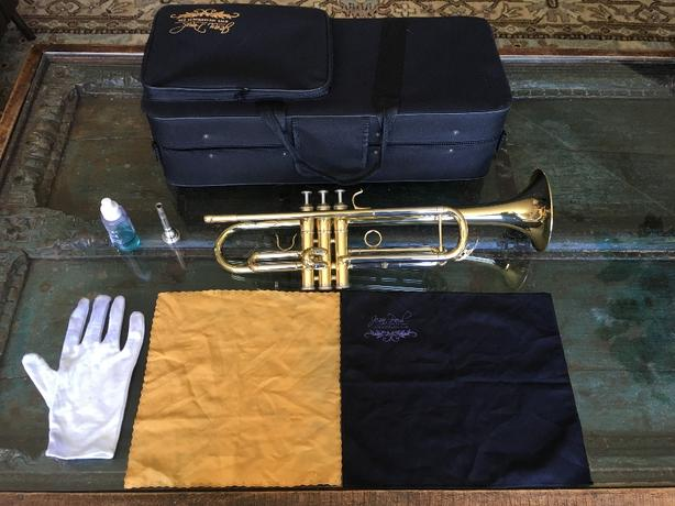 Trumpet with extras