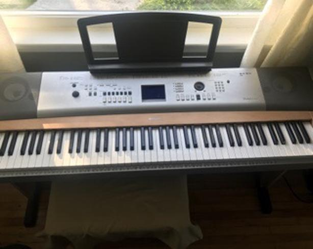 Yamaha Portable Grand DGX-630 Electric Piano Saanich, Victoria