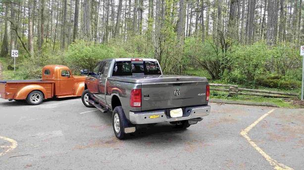3500 Dodge Ram LARAMIE 6.7L CumminsTurbo Diesel Heavy Duty 4 x 4 MegaCab