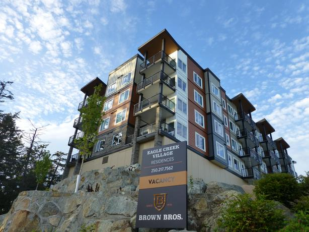 View Royal/Eagle Creek Luxurious 1 & 2 bed Suites
