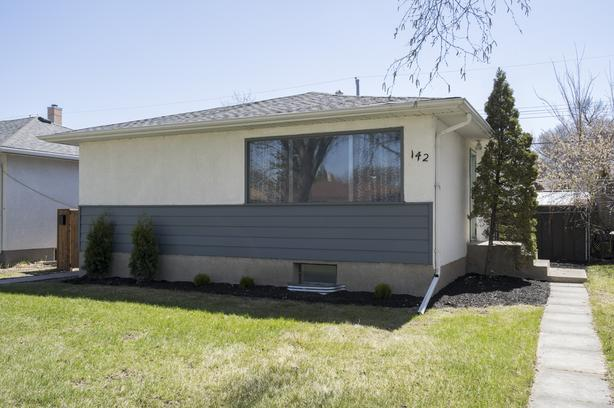 Stunning Three Bedroom Bungalow in East Transcona - Jennifer Queen