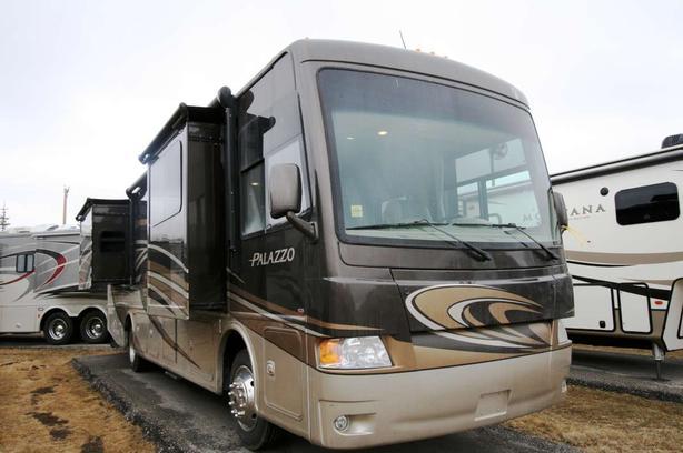 2014 Thor Motor Coach Palazzo 35.1 {LUXURY}