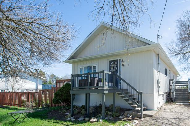 9 Maple Ave Glencairn Real Estate MLS Listing