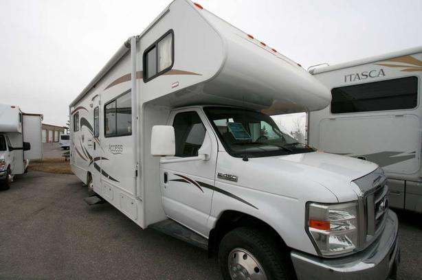 2008 Winnebago Access 29T (OVERHEAD BUNKS)