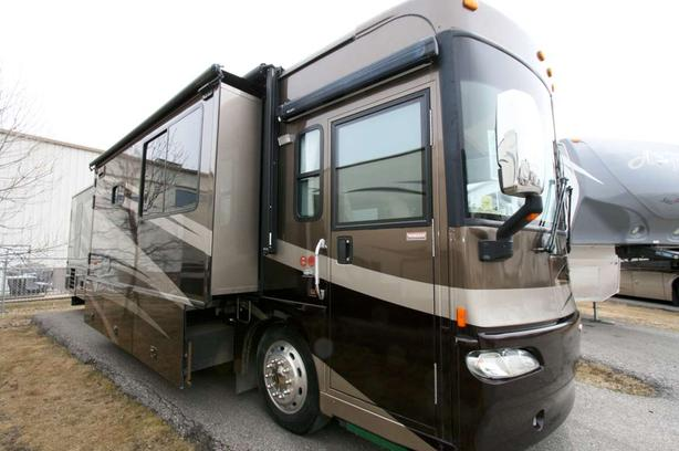 2007 Winnebago Journey WKP39K (ONLY 53K KM'S)