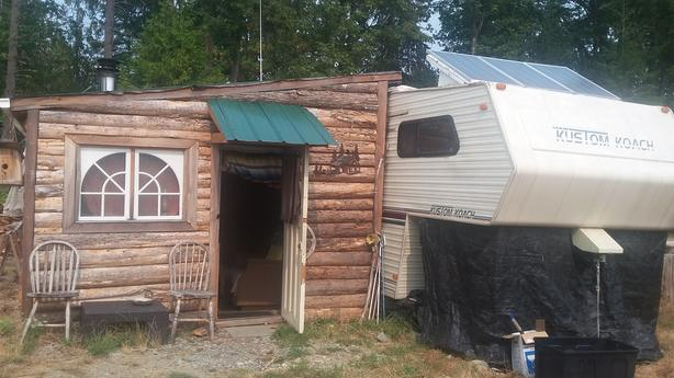 """OFF GRID 28"""" Fifth Wheel Trailer and Cabin"""