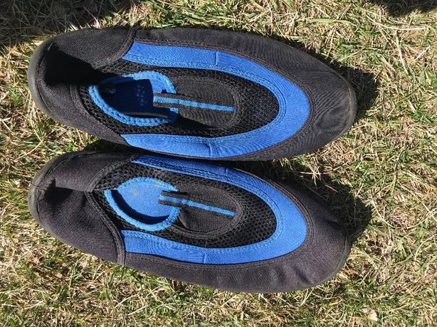 Water Socks mens size 11