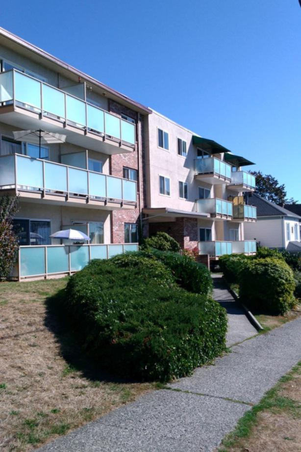 Uptown New Westminster - Bright 1 bdrm, top floor, corner, view,  635 sq.ft.