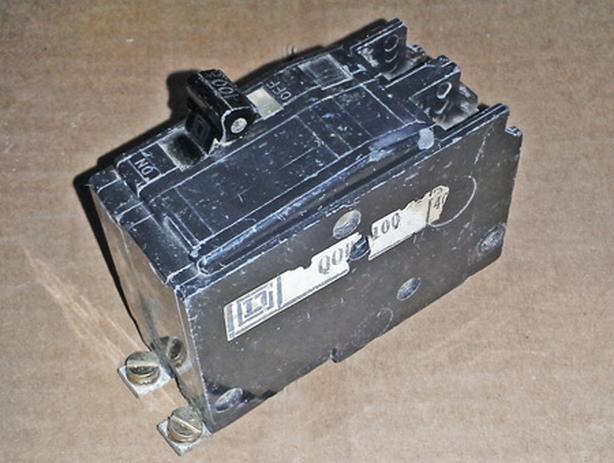 USED Square D QOB 2p 100a QOB2100 Circuit Breaker