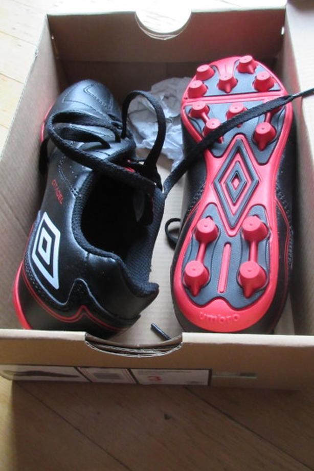 NEW Umbro Citadel Soccer cleat shoes Sz 3