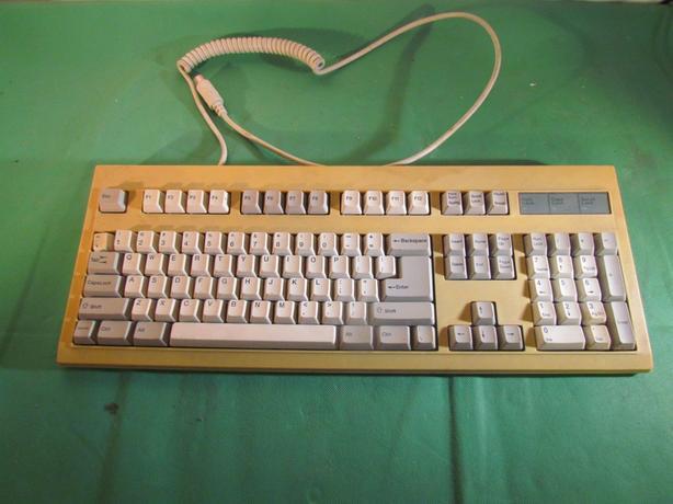 Vintage BTC53 5 pin DIN plug keyboard