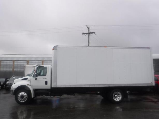 2014 International DuraStar 4300 Cube Van 22 foot box with