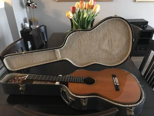 Immaculate 6 string classical guitar