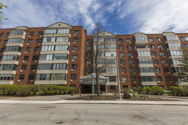 A penthouse condo with great views and space- Great location