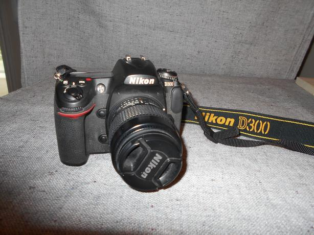NIKON D  300..   very low  shutter count..obo