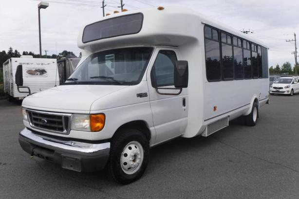 2005 Ford Econoline E-450 22 Passenger Bus Diesel with Rear Cargo Space