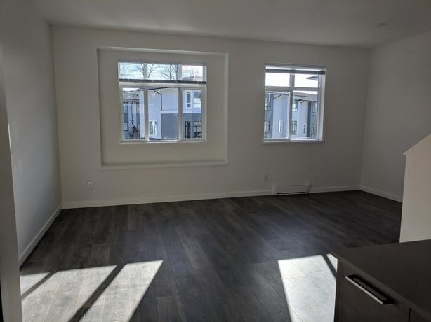 3 Beds 2.5 Baths Townhouse ( 1 year old)