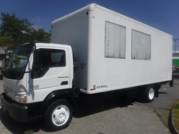 2007 International CF 600 20 Foot Cube Van Diesel with Power Liftgate 3 passenge